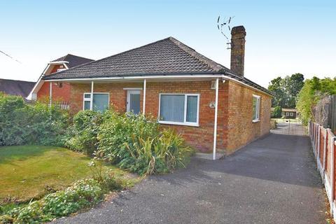 2 bedroom detached bungalow for sale - Sandling, MAIDSTONE, ME14 3BL
