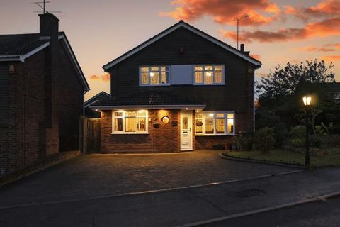 4 bedroom property for sale - Turnpike Drive, Luton