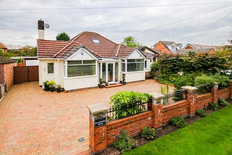 2 bedroom detached bungalow for sale - Davyhulme Road, Davyhulme, Manchester, M41