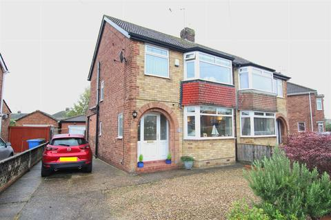3 bedroom semi-detached house for sale - Hill Crest Drive, Beverley