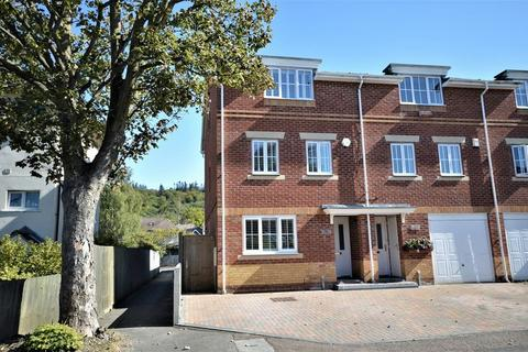 4 bedroom semi-detached house for sale - Four Double Bedrooms - Wendover