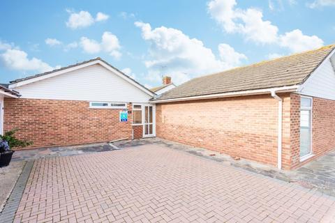 2 bedroom semi-detached bungalow for sale - Turnden Gardens, Cliftonville, Margate