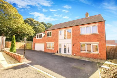 5 bedroom detached house for sale - St Josephs Close, Killingworth