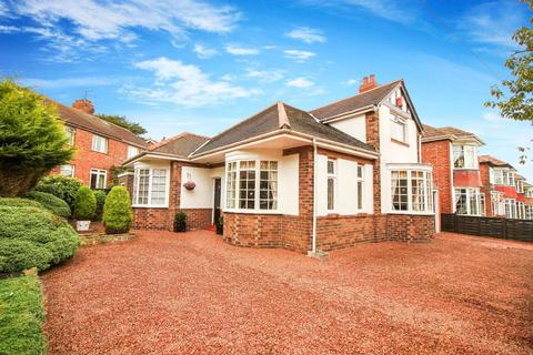 3 bedroom detached house for sale - Bromley Avenue, Monkseaton