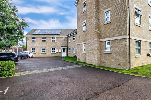 2 bedroom apartment for sale - Browning Close, Royston, SG8