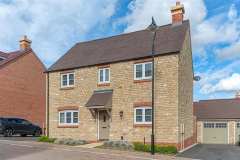 4 bedroom detached house for sale - Redhouse Drive, Towcester