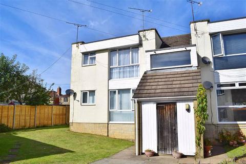 2 bedroom flat for sale - Queenfield Court, Parkfields, Chippenham, Wiltshire, SN15
