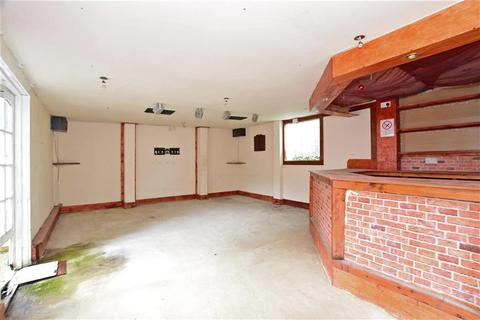 3 bedroom terraced house for sale - Oakley Drive, Romford, Essex