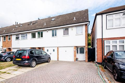 3 bedroom terraced house for sale - Osbourne Road, Hornchurch, RM11 1EX