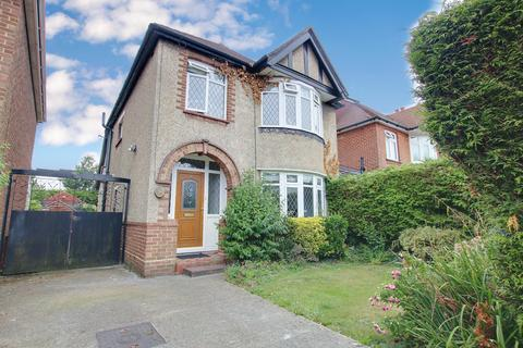 3 bedroom detached house for sale - EXTENDED ACCOMMODATION! POPULAR LOCATION! VENDOR SUITED!