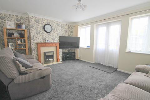 3 bedroom detached house for sale - Fruen Road, Feltham, TW14