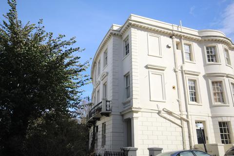 2 bedroom flat to rent - MONTPELIER CRESENT, BRIGHTON