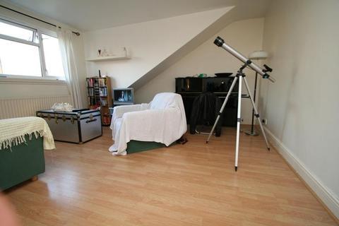 2 bedroom flat to rent - Inglis Road, Ealing, London, W5