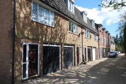 2 bedroom townhouse to rent - RAYLODGE MEWS MAIDENHEAD SL6