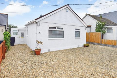 2 bedroom detached bungalow for sale - Hodgson Road, Whitstable