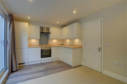 1 bedroom flat to rent - Station Road, Alton