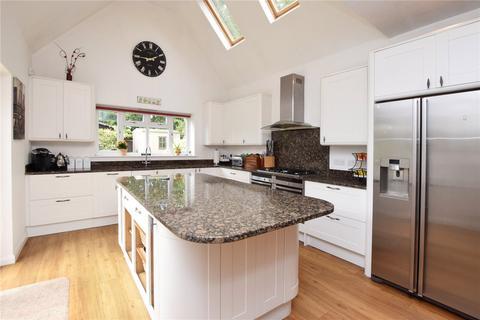 4 bedroom detached house for sale - Shepherds Road, Watford, Hertfordshire, WD18