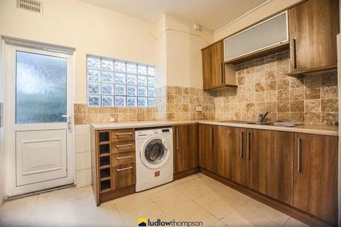 4 bedroom terraced house to rent - Gassiot Road, London SW17