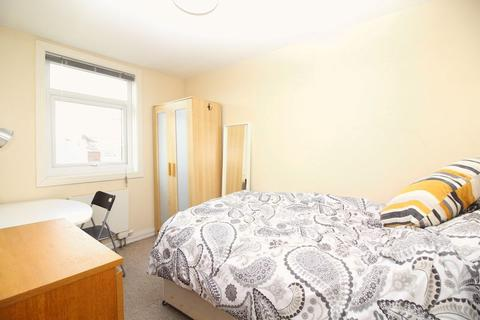 1 bedroom apartment to rent - Double room within a five bedroom maisonette