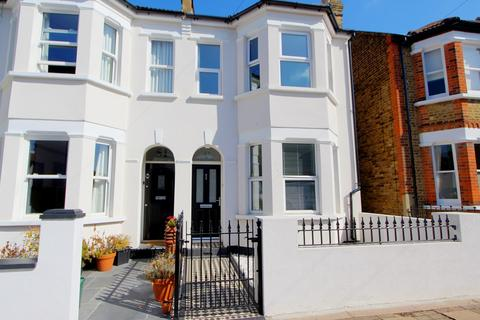3 bedroom end of terrace house for sale - Cowper Road, Bromley, BR2
