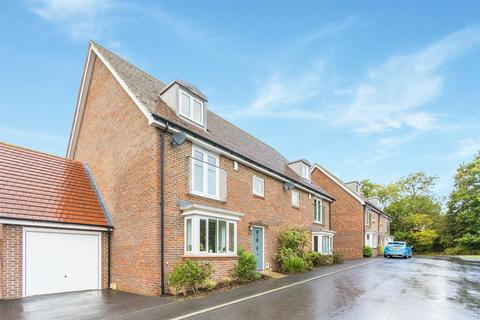 4 bedroom townhouse for sale - Linnet Lane, Burgess Hill
