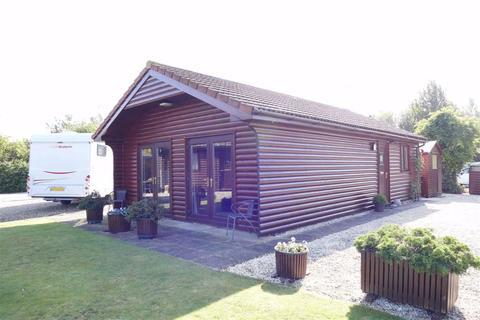 2 bedroom detached bungalow for sale - New Holland Cottages, Foggathorpe