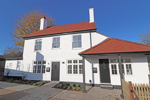 2 bedroom flat for sale - London Road North, Merstham
