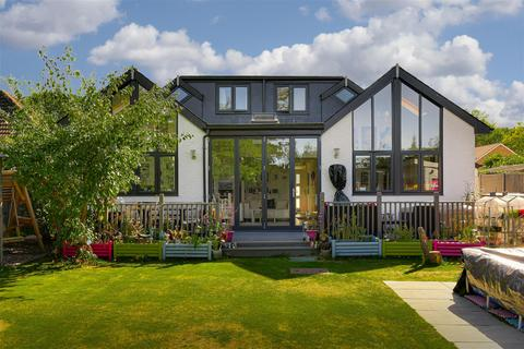 5 bedroom detached house for sale - Tollgate Avenue, Redhill