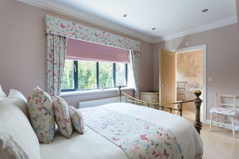 Bedroom with en...