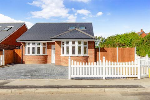 4 bedroom detached bungalow for sale - Alamein Road, Burnham-On-Crouch