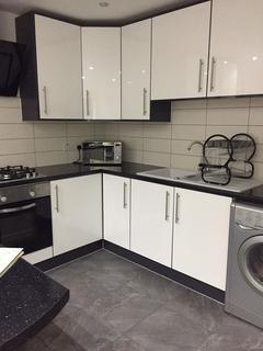 4 bedroom flat share to rent - 4 Bedroom All Ensuites on Mauldeth Rd, Fallowfield