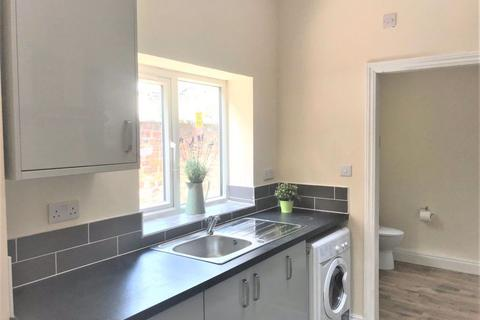 5 bedroom house share to rent - 5 Bedroom on Landcross Road, Fallowfield