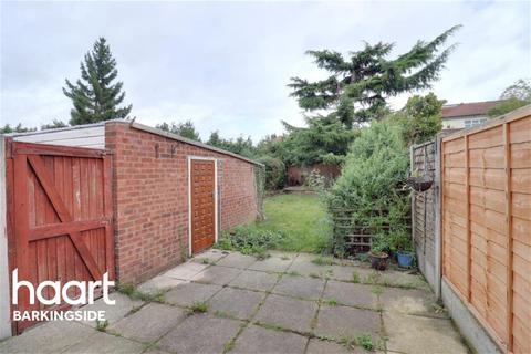 3 bedroom end of terrace house to rent - Rushden Gardens - Clayhall - IG5