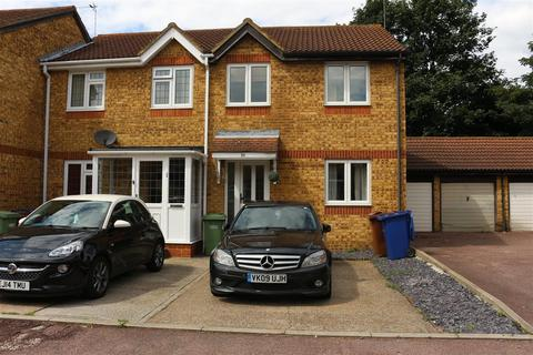 3 bedroom end of terrace house to rent - Hayes Close, Grays, RM20