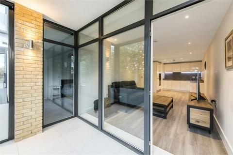 1 bedroom flat for sale - Colmore House, Frazer Nash Close, Isleworth, Middlesex