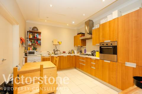 3 bedroom terraced house to rent - Weymouth Mews, London, W1G