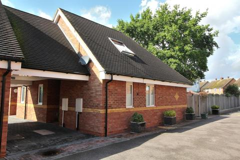 2 bedroom chalet for sale - Skerry Rise, Chelmsford, Essex, CM1
