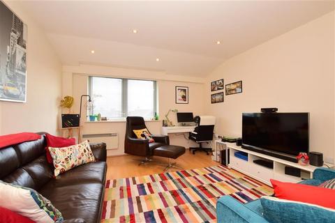 1 bedroom flat for sale - Market Avenue, Wickford, Essex