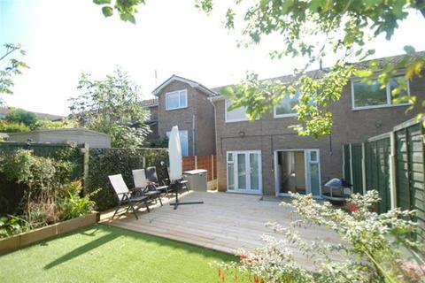 3 bedroom semi-detached house for sale - Meadway, Stalybridge, SK15 2TY