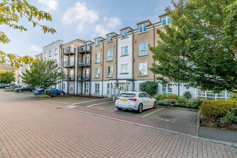 2 bedroom flat for sale - Howard Court, Tudor Way, Knaphill, Woking, GU21