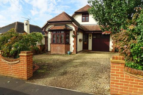 4 bedroom detached house for sale - Avondale Avenue, Staines-upon-Thames, TW18