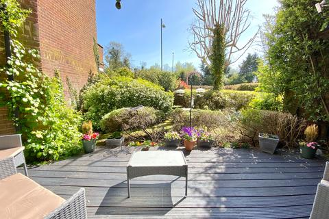 2 bedroom ground floor flat for sale - Holtspur Top Lane, Beaconsfield