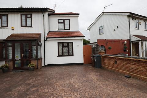 2 bedroom terraced house to rent - Wilthorne Gardens, Dagenham, Essex, RM10