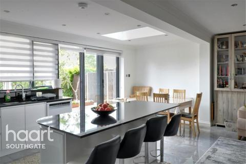 5 bedroom semi-detached house to rent - Chandos Avenue, N14