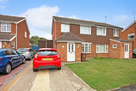 3 bedroom semi-detached house for sale - Tiverton Crescent, Aylesbury, Buckinghamshire