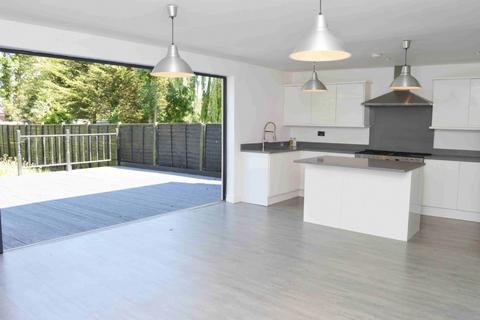 5 bedroom semi-detached house for sale - Kenilworth Avenue, Romford