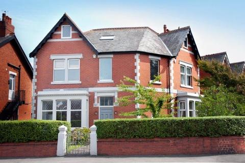 5 bedroom detached house for sale - Mythop Road, Lytham