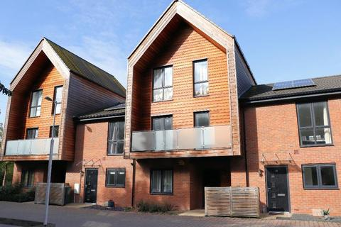 3 bedroom townhouse for sale - Brooks Mews, Aylesbury, Buckinghamshire, HP19 8FU