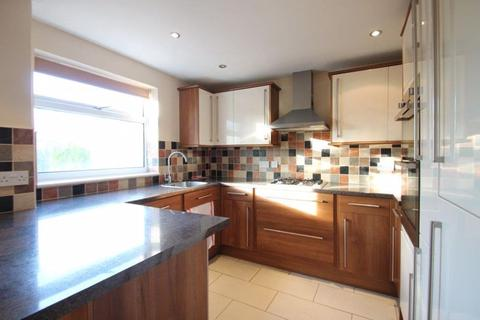 3 bedroom house to rent - Hillrise Avenue, Binstead, Isle of Wight.