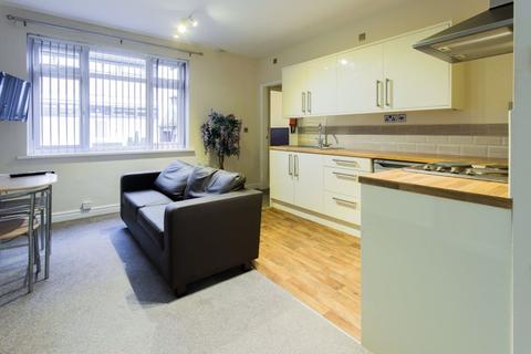 Studio to rent - Anlaby Road, Hull